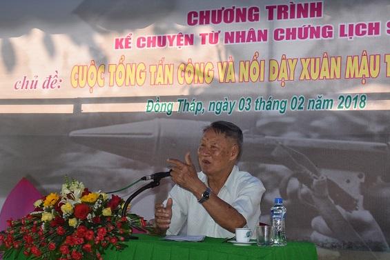 Ông Nguyễn Đắc Hiền đang kể chuyện về Cuộc Tổng tiến công và nổi dậy Xuân Mậu Thân 1968